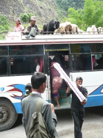 Den offentlige transport er velfungerende her 5 km fra grænsen til Tibet