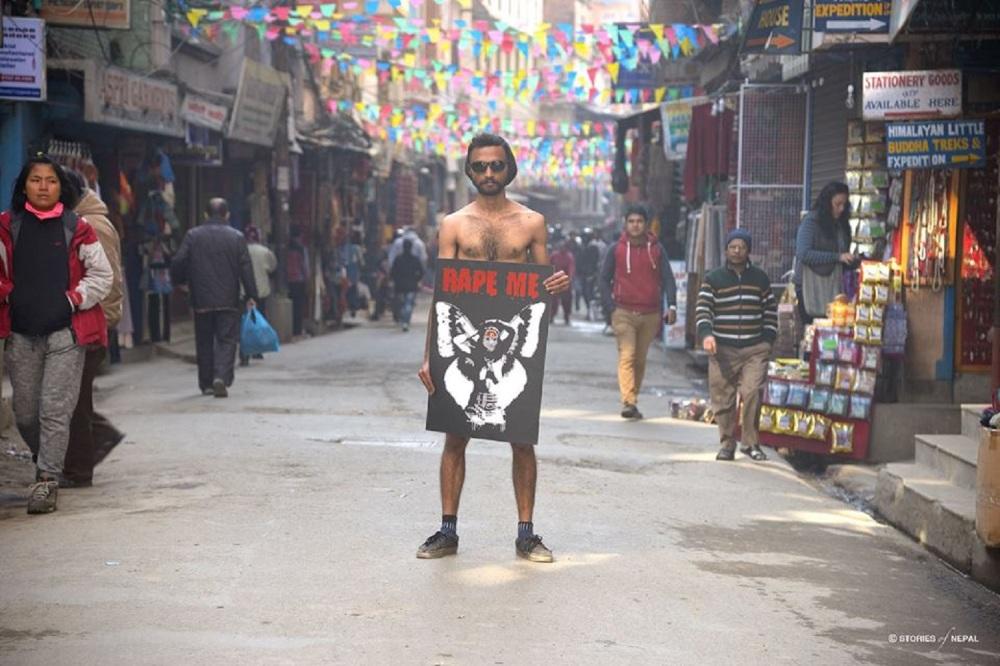 Aditya Aryal med hans kontroversielle Kumari Portræt